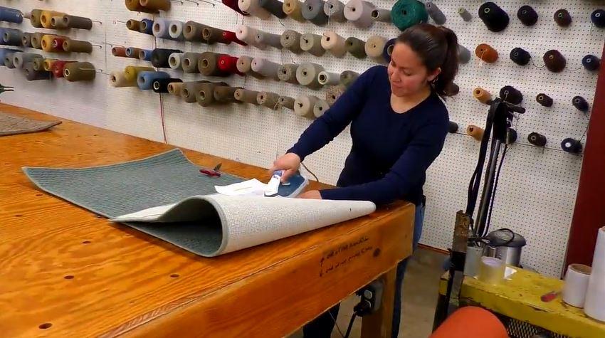 juanita-making-rug